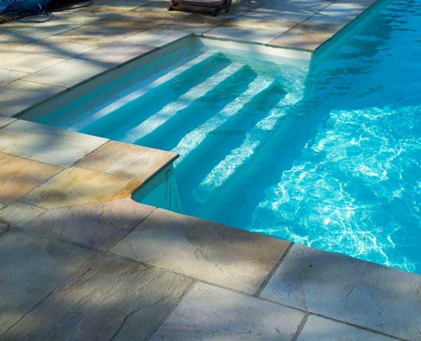 pavimentazione piscina in quarzite Mint - particolare gradini